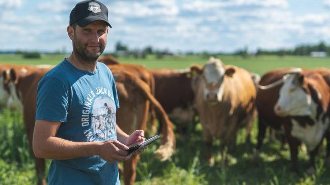 Toija on tyytyväinen Minun Maatilani nautaohjelman käyttäjä.